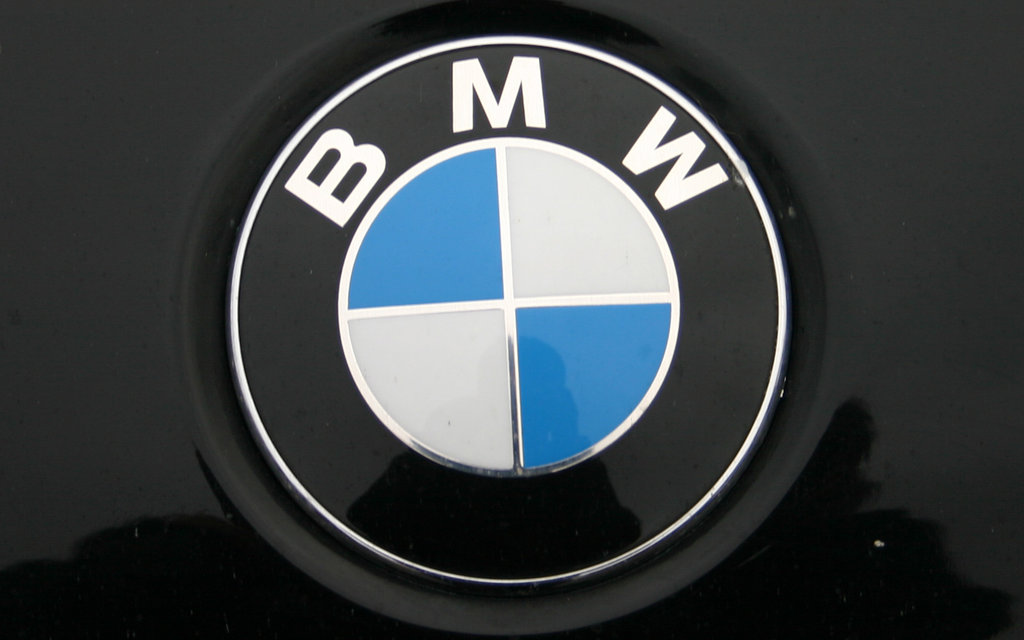 BMW_Badge_Wallpaper_by_Revalco